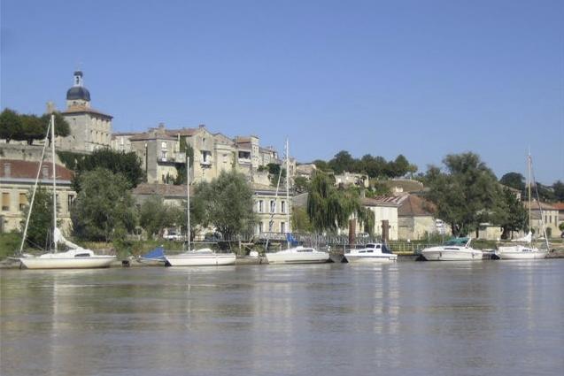 Bourg-sur-Gironde - Port de plaisance