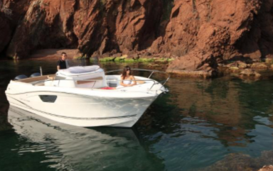 bateau  CAP CAMARAT 8.5 CC