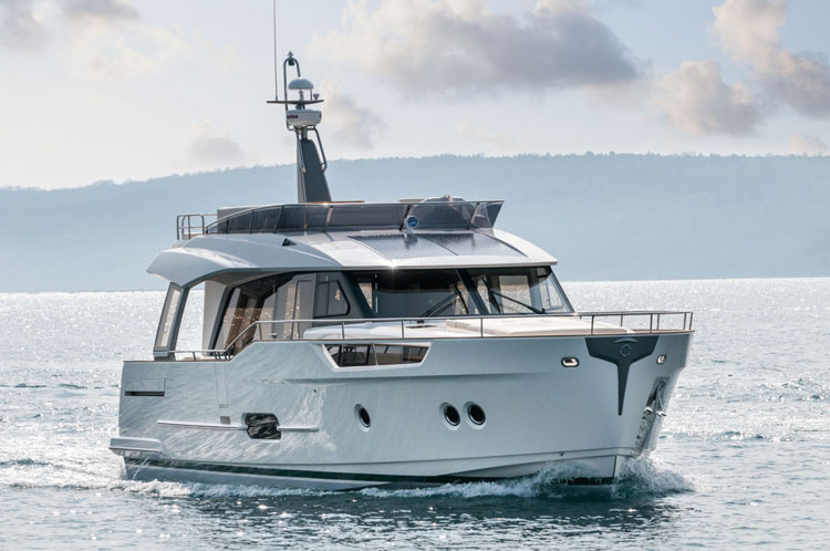 bateau Axopar Greenline 48 Hybrid