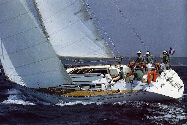 First 405 de Frederic Capelle