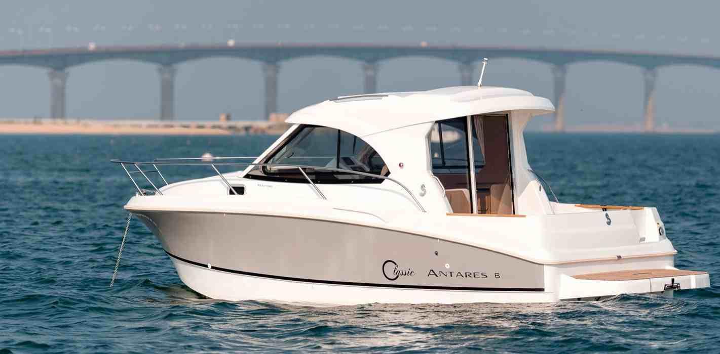 bateau moteur Antares 8 IB Bénéteau