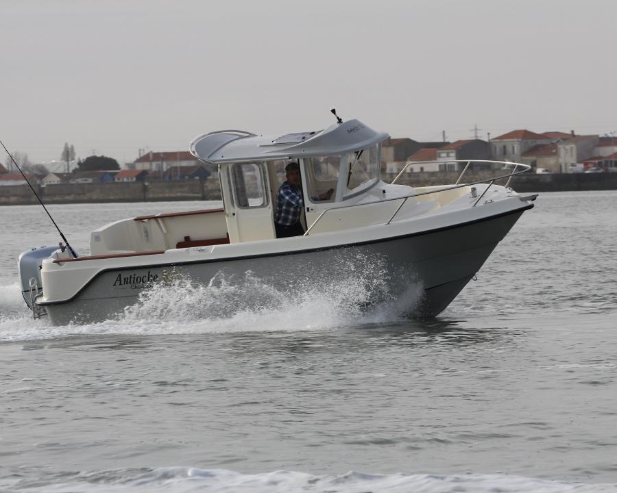 bateau Ocqueteau Antioche 650 Chalutier