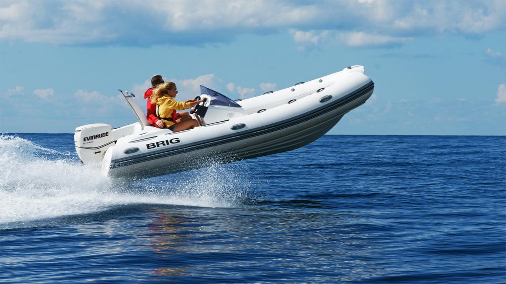 bateau moteur Brig Eagle 480