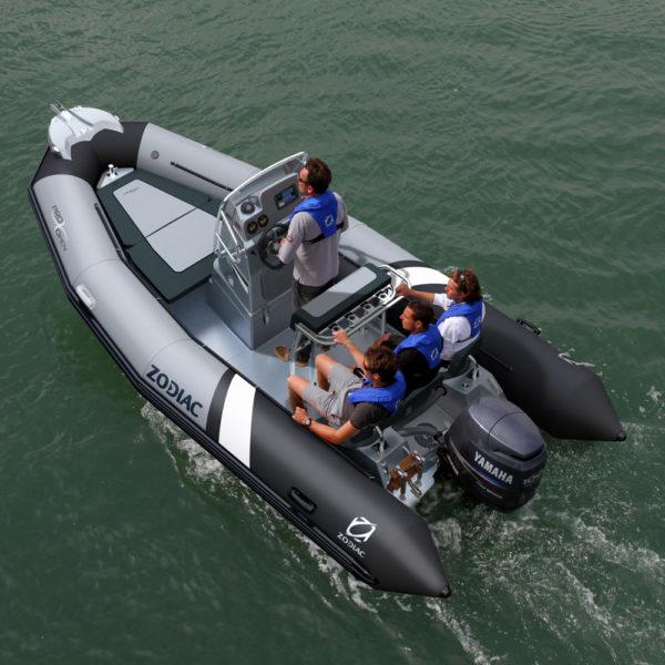 bateau a moteur zodiac
