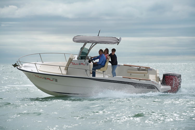 Ostréa 800 T-Top Outboard de