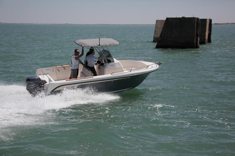 Ostréa 600 T-Top Outboard de