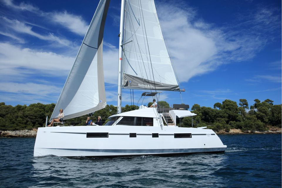 voilier Nautitech 46 Fly Outremer Yachting