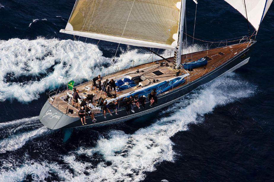 bateau  Swan 82