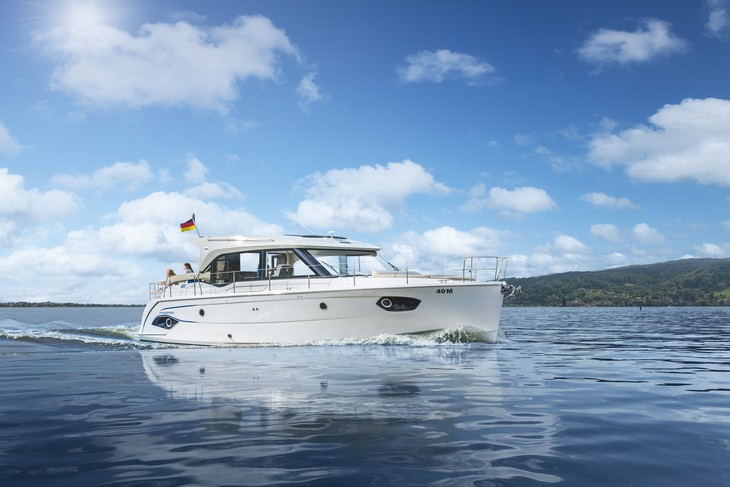 bateau Boston Whaler E40 Sedan