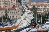 Proue d'Adria 1936 - un Ketch de 1934 dans le port de Cannes