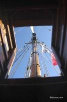Descente au carré avec la vue sur le grand mât
