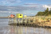 Cabanes à Carrelet jaune et rouge