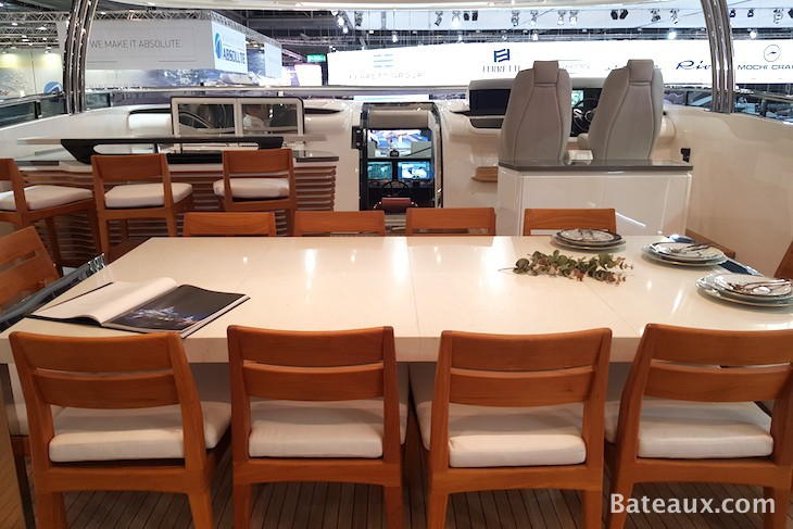 Photo Salle à manger sur le flybridge