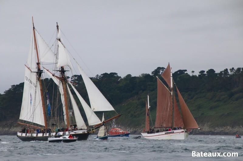 Photo La Recouvrance et le Belle Etoile dans la rade de Brest