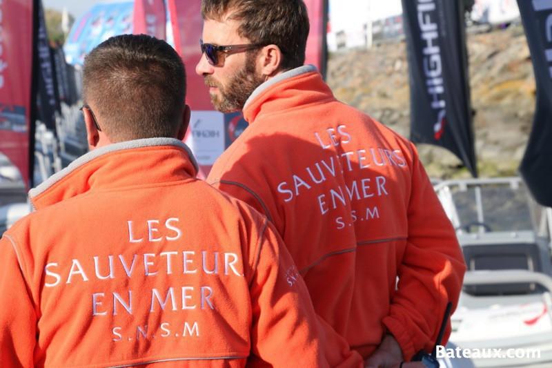 Photo Les sauveteurs en mer sur le ponton du Vendée Globe 2016