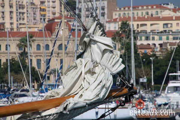 Photo Proue d'Adria 1936 - un Ketch de 1934 dans le port de Cannes