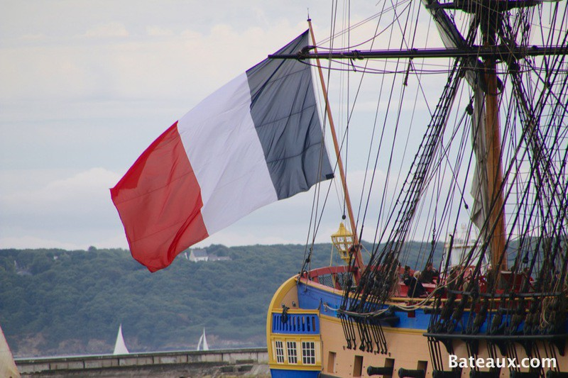 Photo Drapeau tricolore sur l'Hermione