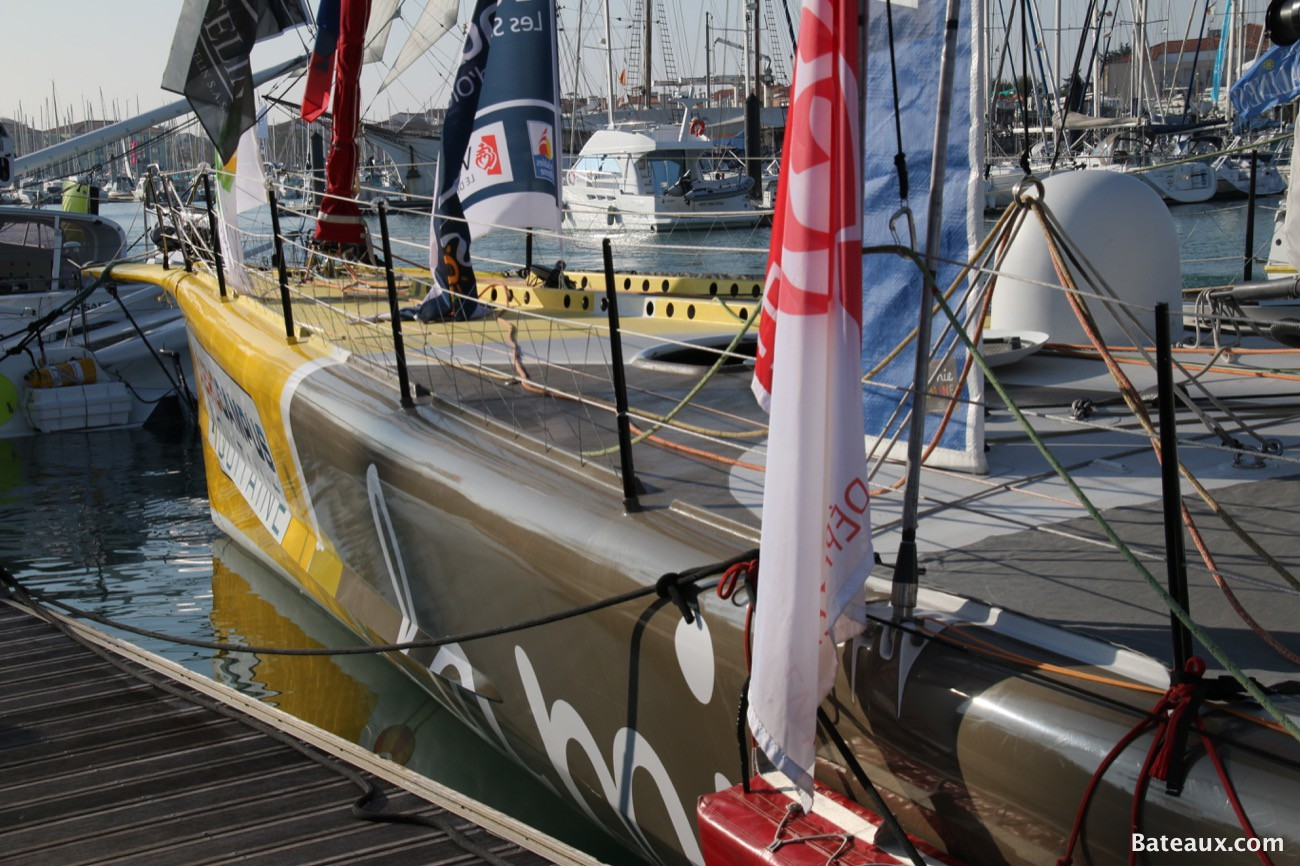 Photo La Mie Caline d'Arnaud Boissières au ponton du Vendée Globe