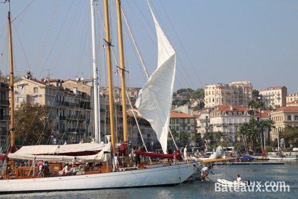 Photo Adria 1936 - un Ketch de 1934 dans le port de Cannes (06)