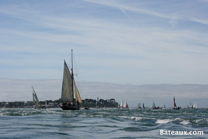 Photo Le Saint Michel II, yacht de Jules Verne, dans les courants de Port Navalo