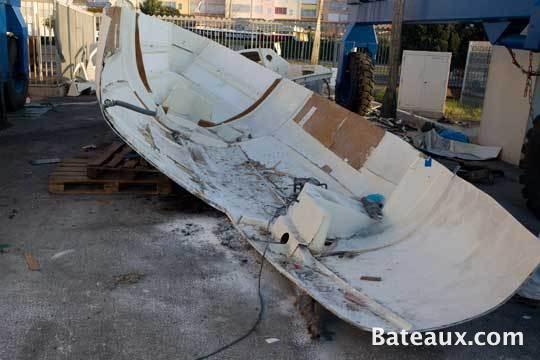 Photo Voilier en cours de déconstruction 1