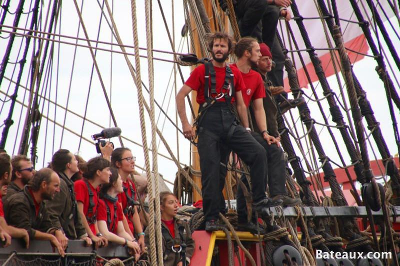 Photo Une partie de l'équipage de l'Hermione à son arrivée à Brest