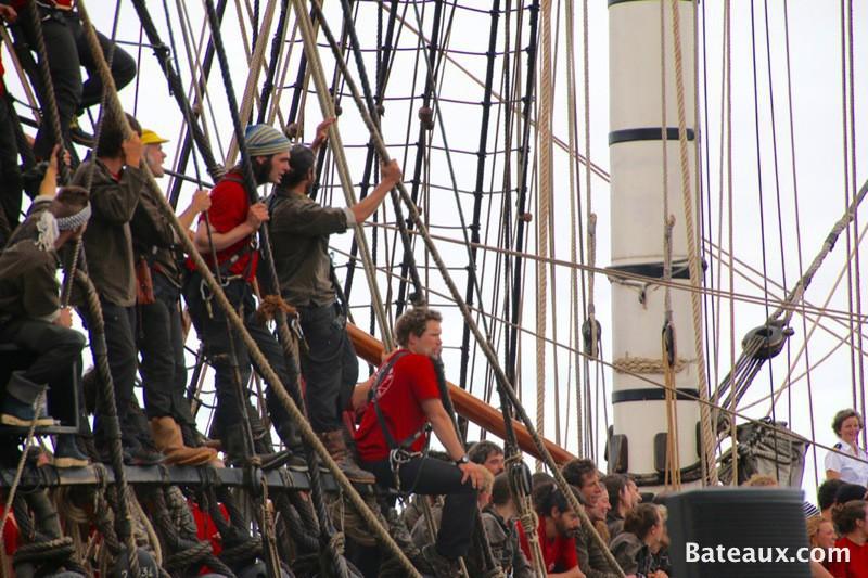 Photo L'équipage de l'Hermione à son arrivée à Brest