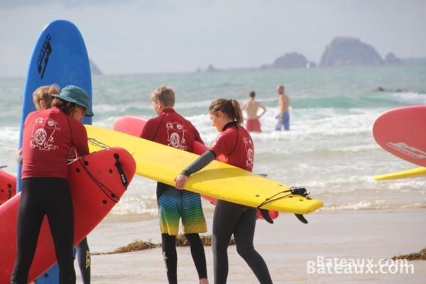 Photo Un cours de surf part à l'eau en bretagne