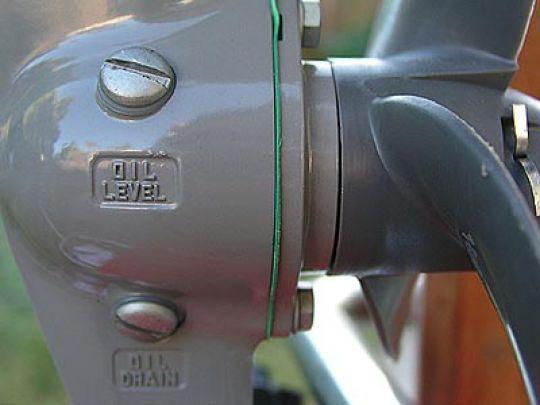 лодочный мотор хонда 2.3 замена масла видео