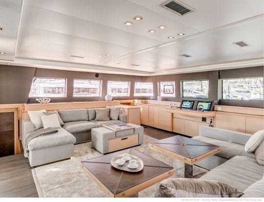 Lagoon revient dans le monde du motor yacht avec le for Interieur yacht