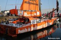 IMOCA PRB de Vincent Riou sur le ponton du Vendée Globe