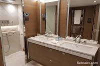 Salle de bain cabine propriétaire