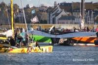 Acapella quittant Saint-Malo lors de la route du Rhum 2014 - 8