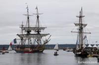 La frégate Hermione entre dans le port de Brest