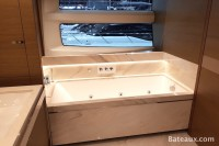 Baignoire de la salle de bain cabine propriétaire