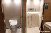 Salle de bain cabine propriétaire avec douche à jet