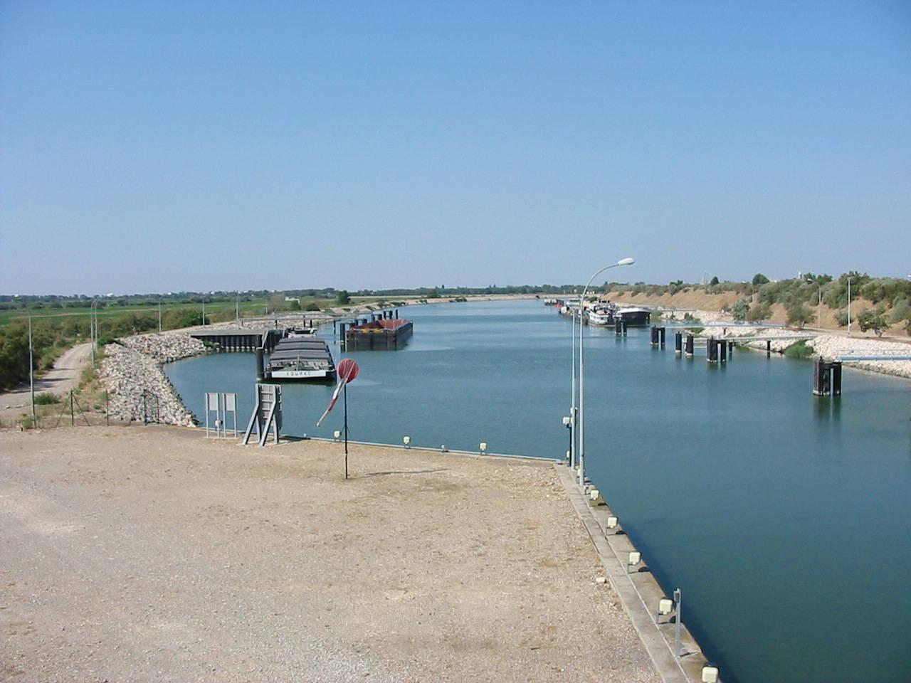 Port port saint louis du rh ne 13 informations maritimes sur le port de plaisance - Navy service port st louis du rhone ...