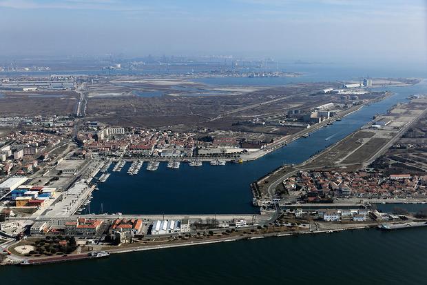 Port port saint louis du rh ne 13 informations maritimes sur le port de plaisance - Port saint louis du rhone info ...