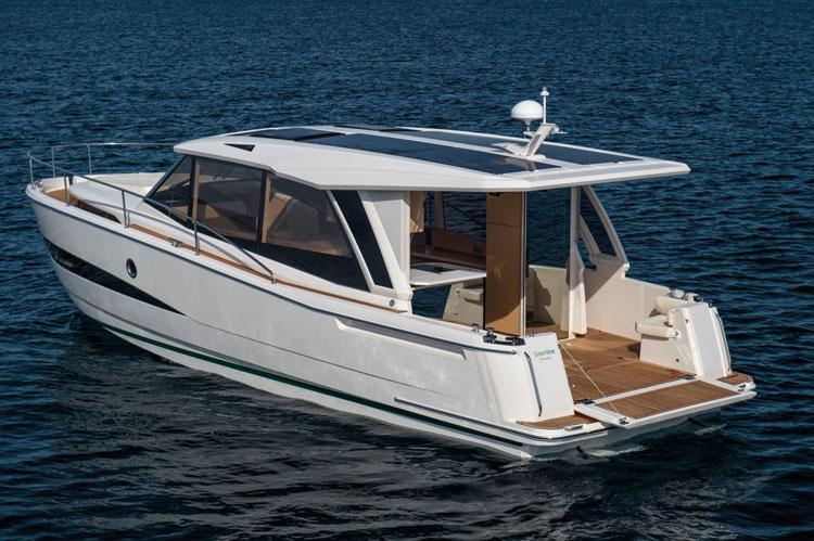 bateau a moteur greenline