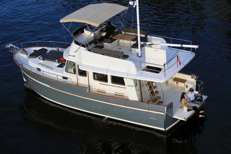 bateau a moteur trawler rhea marine