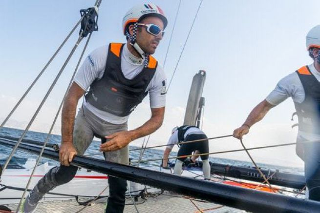Franck Cammas à la barre de l'AC45 Groupama Team France